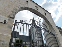 Eglise Saint-Omer - Français:   Merck-Saint-Liévin (Pas-de-Calais, Fr) portail du cimetière PA00108348