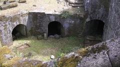 Porte gallo-romaine, dite du Bastion Saint-Pierre, dépendant de l'ancien évêché - English: Ruins of the medieval walls at Porte Sainte-Pierre, Nantes