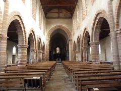 Ancienne abbaye - Intérieur de l'abbatiale de Saint-Gildas-des-Bois (44). Nef principale. Vue vers le chœur.