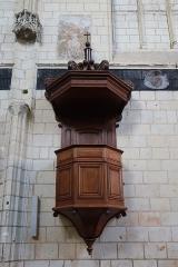 Eglise paroissiale (ancienne chapelle du château) - Français:   Intérieur de la collégiale Notre-Dame de Montreuil-Bellay (49). Chaire.