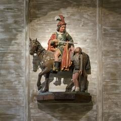 Eglise Saint-Pierre - Français:   Charité de saint Martin - Chapelle Saint-Pierre, Saulges (Mayenne) Groupe sculpté en bois polychrome du XVIème siècle. Classé Monument historique au titre d\'objet.