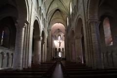 Eglise Notre-Dame-du-Pré - Intérieur de l'église Notre-Dame-du-Pré au Mans (72). Vaisseau principal et bas-côtés.