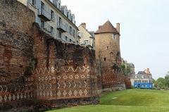 Enceinte gallo-romaine (restes) - Nederlands: Le Mans (Frankrijk): Romeinse stadsmuur