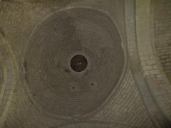 Eglise - Français:   Photographie prise dans la croisée du transept de l\'église Notre-Dame-des-Anges d\'Angles en Vendée, et montrant un exemple de coupole romane sur pendentifs, et datant de la fin du XIe siècle.