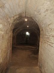 Eglise - Français:   Photographie prise dans la crypte de l\'église d\'Angles en Vendée, en direction de l\'est.
