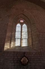 Eglise - Français:   Un double vitrail de l'église Notre-Dame-des-Anges d'Angles.
