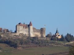 Motte féodale - Châteauneuf-en-Auxois (Côte d'Or, France); vu depuis Vandenesse-en-Auxois
