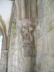 Porte de l'ancienne église abbatiale de Notre-Dame du Voeu -  Abbaye Notre-Dame du Voeu, Cherbourg-Octeville -  Salle capitulaire: chapiteau d'origine.
