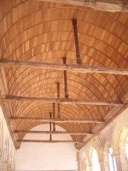 Porte de l'ancienne église abbatiale de Notre-Dame du Voeu -  Abbaye Notre-Dame du Voeu, Cherbourg-Octeville -  Réfectoire: charpente.