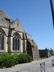 Basilique Sainte-Trinité - Français:   Vue sur la partie est de la Basilique Sainte-Trinité de Cherbourg, adossée à un reste des anciennes fortifications de la ville de Cherbourg.