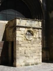 Basilique Sainte-Trinité - Français:   Vue sur une entrée latérale de la Basilique Sainte-Trinité de Cherbourg.