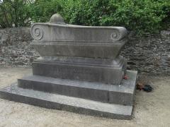 Eglise et cimetière qui l'entoure - Français:   fr:Louis Adrian Genêts, Manche