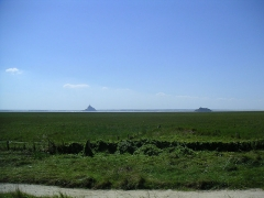 Ilot de Tombelaine - English: The island of Tombelaine and the Mont-St-Michel as seen from the east from the village of Genêts
