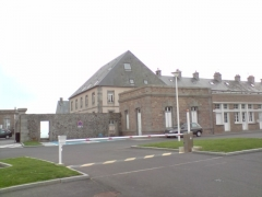 Casernes du Roc - English: The buildings of the barracks of the Roc.