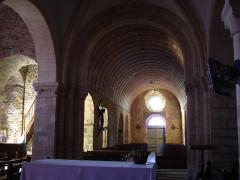 Eglise et cimetière qui l'entoure - English: nef