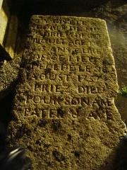 Eglise et cimetière qui l'entoure - English: rip of a pretre