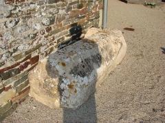 Eglise et cimetière qui l'entoure - Tombe médiévale . Saint Germain sur Ay