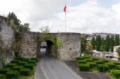 Vestiges des remparts - English: Porte de la Dollée, part of the ramparts of Saint-Lô.