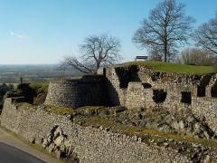 Château - Français:   fortifications du château médiéval