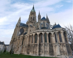 Cathédrale Notre-Dame - This building is classé au titre des Monuments Historiques. It is indexed in the Base Mérimée, a database of architectural heritage maintained by the French Ministry of Culture,under the reference PA00111042 .