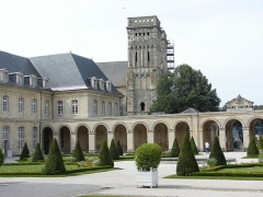 Maison, dans la cour du Musée des Antiquaires de Normandie -  Abbaye aux Dames, église abbatiale de la Sainte-Trinité, Caen, Normandy, France