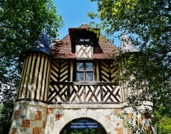 Ancien manoir - Deutsch: Torhaus der Burg Crèvecœur-en-Auge, Crèvecœur-en-Auge, Département Calvados, Region Normandie (ehemals Nieder-Normandie), Frankreich