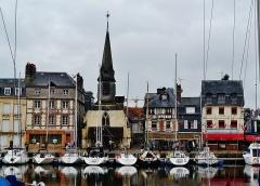 Ancienne église Saint-Etienne, actuellement musée - Deutsch: Kai St. Stefan am Alten Bassin, Honfleur, Département Calvados, Region Normandie (ehemals Nieder-Normandie), Frankreich