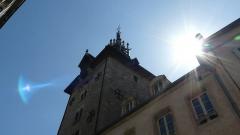 Beffroi - Français:   Carillon en contre éclairage dans le centre ville de la ville situé près des hospices de Beaune. [Appareil photo 12 mégapixels , Lumix ]