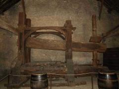 Hôtel des Ducs de Bourgogne - English:   Big wine press in Beaune, Museum of Wine.