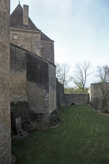 Château de Châteauneuf, actuellement musée -  The north ditch allows the enclosure to be raised above the level of the drawbridge.