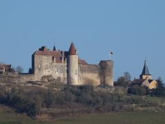 Château de Châteauneuf, actuellement musée - Châteauneuf-en-Auxois (Côte d'Or, France); vu depuis Vandenesse-en-Auxois
