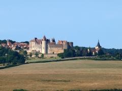 Château de Châteauneuf, actuellement musée - Château & église de Châteauneuf (Côte-d'Or, France)