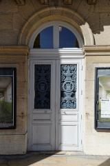 Théâtre - Français:   Porte d\'entrée du grand Théâtre de Dijon (Côte d\'Or, Bourgogne, France)