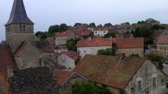 Château - Français:   Vue aérienne de l\'église et du village de Frôlois, prise depuis la cour nord du château.
