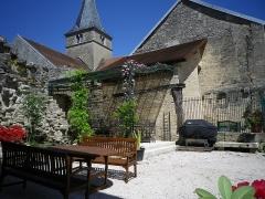 Château - Français:   Clocher et chenil du château de Frôlois.