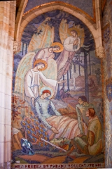 Eglise Saint-Pierre - English:  Mural paintigs with a mosaic decoration, on the right wall in the chapel dedicated to Joan of Arc.