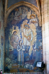 Eglise Saint-Pierre - English:  Mural paintigs with a mosaic decoration, on the lrft wall in the chapel dedicated to Joan of Arc.