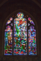 """Eglise Saint-Pierre - English:  Stained glass window of the Joan of Arc chapel: """"I had with me 50 000 of my people""""."""