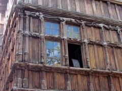 Immeuble dit La maison de Bois - Français:   La maison de bois (zoom sur le travail du bois)