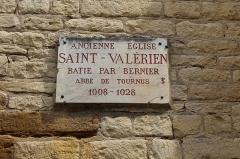 Eglise Saint-Valérien - Français:   Plaque de l\'ancienne église Saint-Valérien de Tournus.