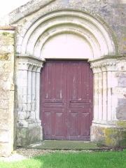 Eglise -  Porche de l'église de Dixmont (Yonnes - France)