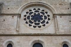 Eglise - Français:   Collégiale Notre-Dame de Montréal (89). Rosace au chevet.
