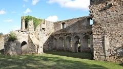 Prieuré de Saint-Jean-des-Bonshommes - Prieuré Saint-Jean-des-Bonshommes, Sauvigny-le-Bois, Yonne vue sur la façade du réfectoire