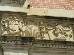 Ancien archevêché ou ancien palais archiépiscopal - Français:   Frise du palais archiépiscopal de Sens.