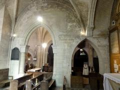 Eglise Saint-Pierre - Français:   Chapelle sud, 3e travée, vue vers le nord.