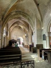 Eglise Saint-Pierre - Français:   Chapelle sud, vue vers l\'ouest.