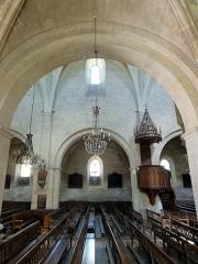 Eglise de la Sainte-Trinité -  Intérieur de l'église (voir titre).