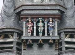 Hôtel de ville -  Carillon de l\'Hôtel de Ville de Compiègne, avec ses jacquemarts: les Picantins.