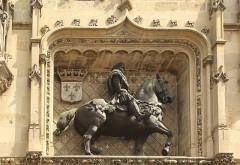 Hôtel de ville - English:   Compiègne, town hall, equestrian statue Louis XII