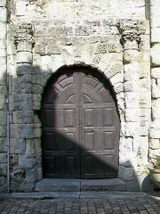 Ancien château Saint-Aubin - Français:   Le portail du château, sur la façade orientale.